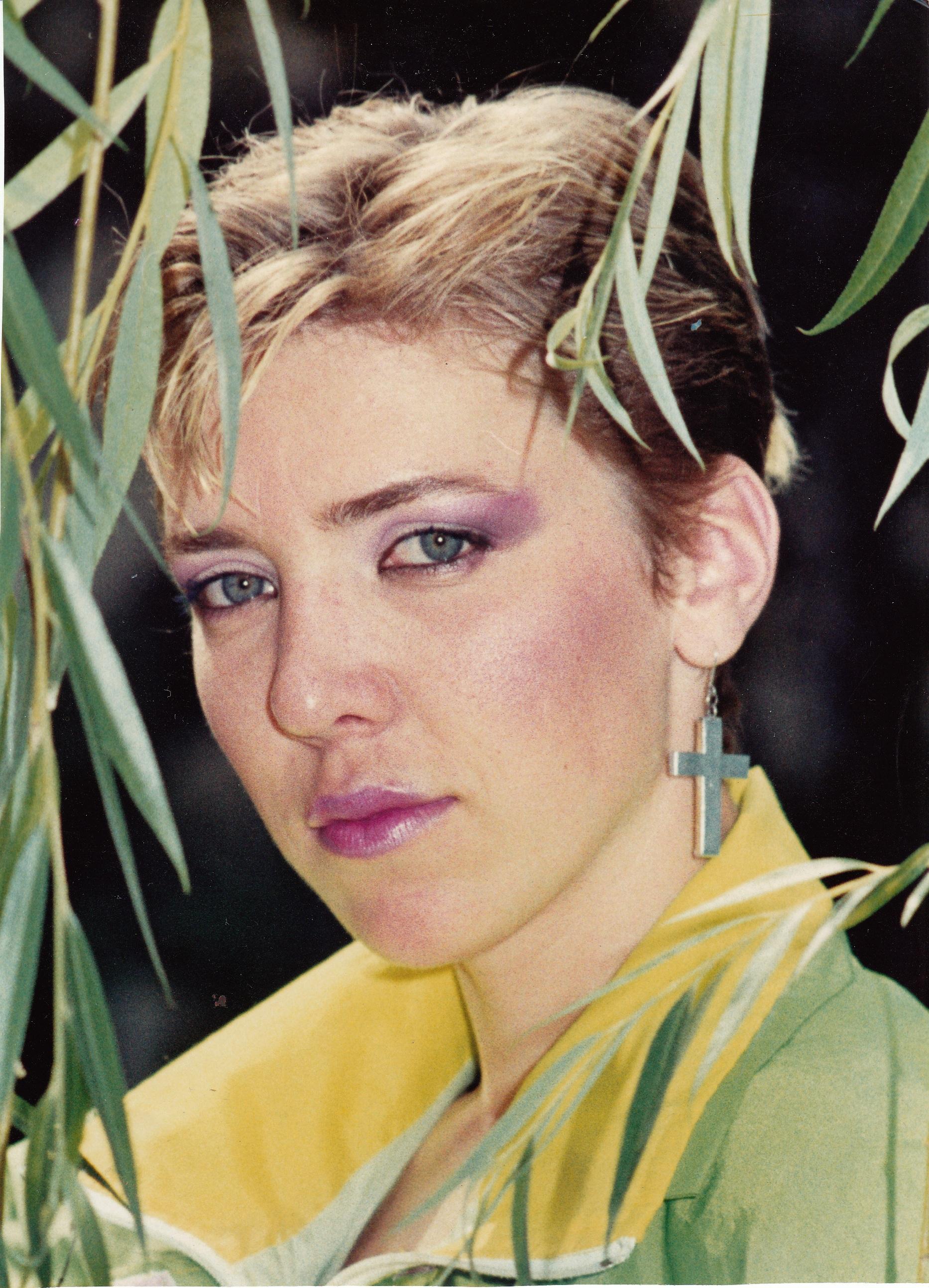 """""""Cred în tine"""", """"Dansul"""" şi """"Miracol Infinit"""" au fost trei mari succese lansate de Silvia Dumitrescu în 1989"""