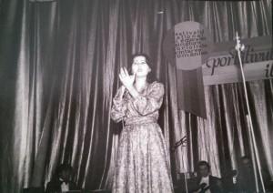 """Carmen Anton pe scena Festivalului """"Portativul Tinereţii'79"""" din Giurgiu."""