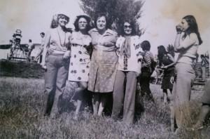 La Festivalul Amara'76. De la stânga la dreapta: Liliana Crăciun (de la TVR), Marcela Frăţilă, realizatoarea TV Simona Patraulea, Carmen Anton, Liliana Topor.