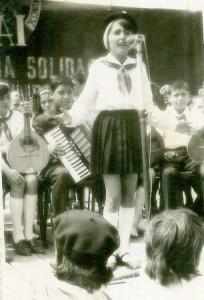 Carmen Anton elevă, la vârsta de 11 ani, într-un spectacol din Parcul Calul Bălan din Buftea