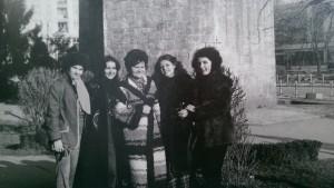 "La Festivalul ""Portativul Tinereţii"" din Giurgiu. De la stnga la dreapta: Mariana Munteanu, Carmen Anton, profesoara de canto Nina Bercaru, Adina Vasiliu, Elena Tudor"